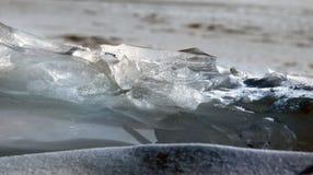 Glace sur la surface du lac Baïkal Images stock