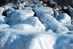 Glace sur la surface du lac Baïkal Photos stock