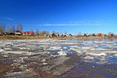 glace sur le fleuve photographie stock libre de droits