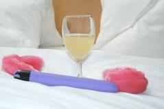 Glace, vibrateur et manchettes roses Photos stock