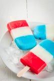 Glaces à l'eau bleues blanches rouges patriotiques Image libre de droits