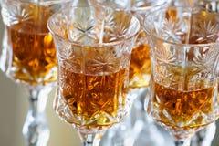 Glaces avec la boisson alcoolisée intense photo stock