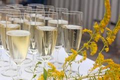 Glaces avec le champagne sur le mariage Images stock
