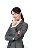 Glaces confiantes de sourire de fixation de femme d'affaires photos libres de droits