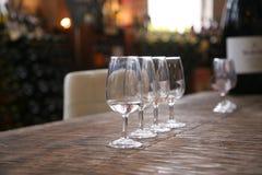 Glaces de vin alignées Photographie stock