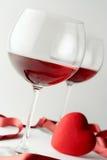 Glaces de vin et un coeur Image libre de droits