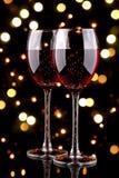 Glaces de vin rouge avec l'effet de la lumière de bokeh Image stock