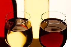 Glaces de vin rouge et blanc Photos libres de droits