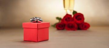 Glaces, présent et roses de Champagne Photographie stock