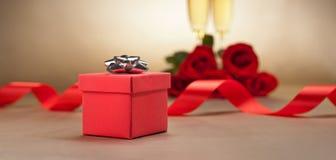Glaces, présent et roses de Champagne Photos libres de droits