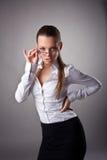 Glaces sexy de prise de femme d'affaires hors fonction images stock