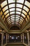 Glaces souillées dans le plafond de la construction capitale photo libre de droits