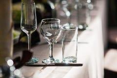 Glaces vides réglées dans le restaurant Photo libre de droits