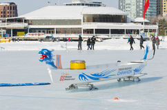 Glacez Dragon Boat chez Winterlude sur le lac du ` s de Dow photo stock