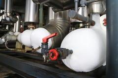 Glacez l'accumulation autour du tuyau de congélation au système de réfrigération photo stock