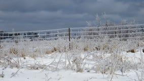 Glacez la barrière couverte après que la tempête ait passé Images stock