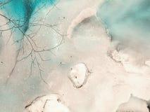 Glacez la surface d'un lac avec la couleur verte vibrante image stock