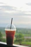 Glacez le café noir avec le point de vue de nature, americano de glace Photos libres de droits