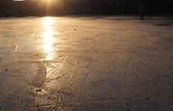 Glacez le soleil une promenade bonsoir Photographie stock