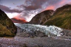 glaciär över solnedgång Arkivfoton