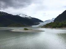 Glaciär i bergen royaltyfri foto