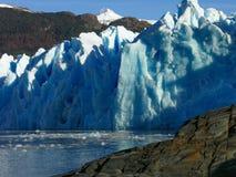 Glaciär i Lago grå färger i Torres del Paine Arkivfoton