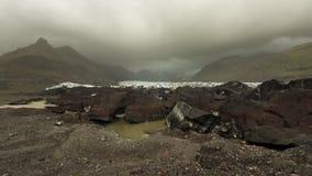 Glaciär i Skaftafell på en molnig dag arkivbild