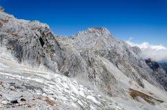 Glaciär på berget för jadedrakesnö Arkivbild