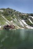 Glaciär sjö Balea, Rumänien royaltyfri fotografi