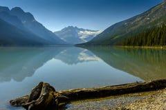 Glaciär sjö i den Banff nationalparken Royaltyfri Bild