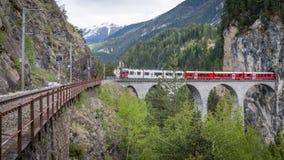 Glaciärdrev på landwasserviaduktbron, Schweiz Arkivfoto