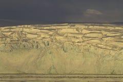 Glaciärer av den antarktiska halvön i inställningen Royaltyfri Fotografi