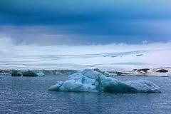 Glaciärer på Franz Joseph Land, kupol-formad glaciär Royaltyfri Bild