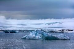 Glaciärer på Franz Joseph Land, kupol-formad glaciär Royaltyfri Fotografi