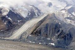 Glaciärer som flödar ner berget i den Kluane nationalparken, Yukon 02 Arkivbilder