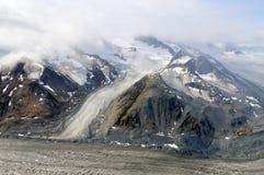 Glaciärer som flödar ner berget i den Kluane nationalparken, Yukon 03 Royaltyfri Foto