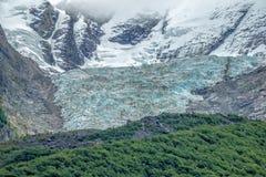 glaciärerna runt om öken sjön & x28en; Lago del Desierto& x29; Arkivbild