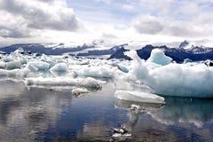 glaciärjokulsarionlake Arkivfoton