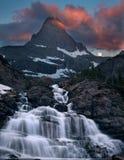 Glaciärmorgonvattenfall och moonset Fotografering för Bildbyråer