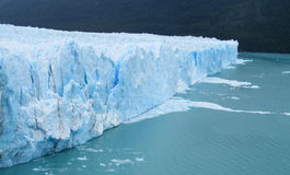 Glaciar blå is Arkivbild
