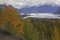 Glaciar de Alaska Mantanuska en otoño imagenes de archivo