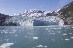 Glaciar de Alaska sobre los icebergs Fotografía de archivo