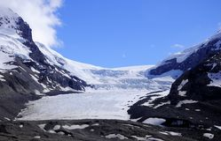 Glaciar de Athabaska. Imagen de archivo