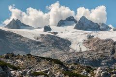 Glaciar de Hallstatt con el macizo de Dachstein en Austria fotografía de archivo