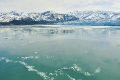 Glaciar de Hubbard en un día nublado imagenes de archivo