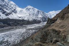 Glaciar de la tolva en el pueblo de Naltar, Karimabad, Gilgit Baltistan, P imagen de archivo