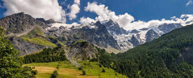 Glaciar de Meije del La del pueblo del sepulcro del La en el parque nacional de Ecrins Hautes-Alpes Montañas, Francia foto de archivo libre de regalías