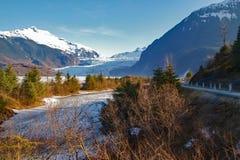 Glaciar de Mendenhall sobre el lago fotos de archivo