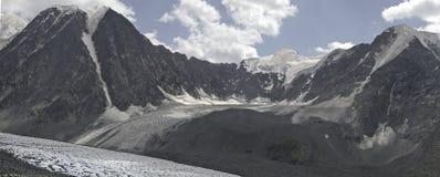 Glaciar de Mjushtu Ajry Foto de archivo