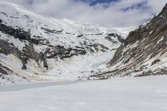Glaciar de Nigardsbreen y lago congelado imagen de archivo